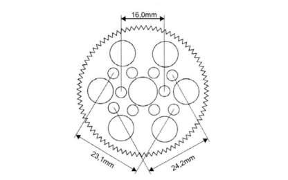 Das RW Racing Supalite Hauptzahnrad wird maschinell gefräst, dadurch ist der Rundlauf äußerst präzise. Mit einer Breite von nur 3 mm ist das Hauptzahnrad sehr leicht und hat eine sehr geringe Reibung. Die sehr feine Abstufungen von nur einem Zahn lassen exakte Übersetzungen zu. Mit den zahlreichen Befestigungsmöglichkeiten kann das Supalite Hauptzahnrad für fast jedes Modell verwendet werden. Neu sind die Aufnahmelöcher für XRAY, die aber nur in den Größen 48dp 78-104 Zähne und 64dp 116-132 Zähne erhältlich sind. Abstand der Befestigungslöcher: 16,0 mm 23,1 mm 24,2 mm Technische Daten des RW Racing Supalite Hauptzahnrad: Verzahnung: 48dp Zähnezahl: 64 Material: Delrin Lieferumfang: 1 Stück RW Racing Supalite Delrin Hauptzahnrad 48dp 64 Zähne